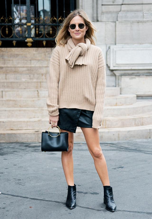 Короткая юбка со свитером - наряд, который визуально делает выше девушку