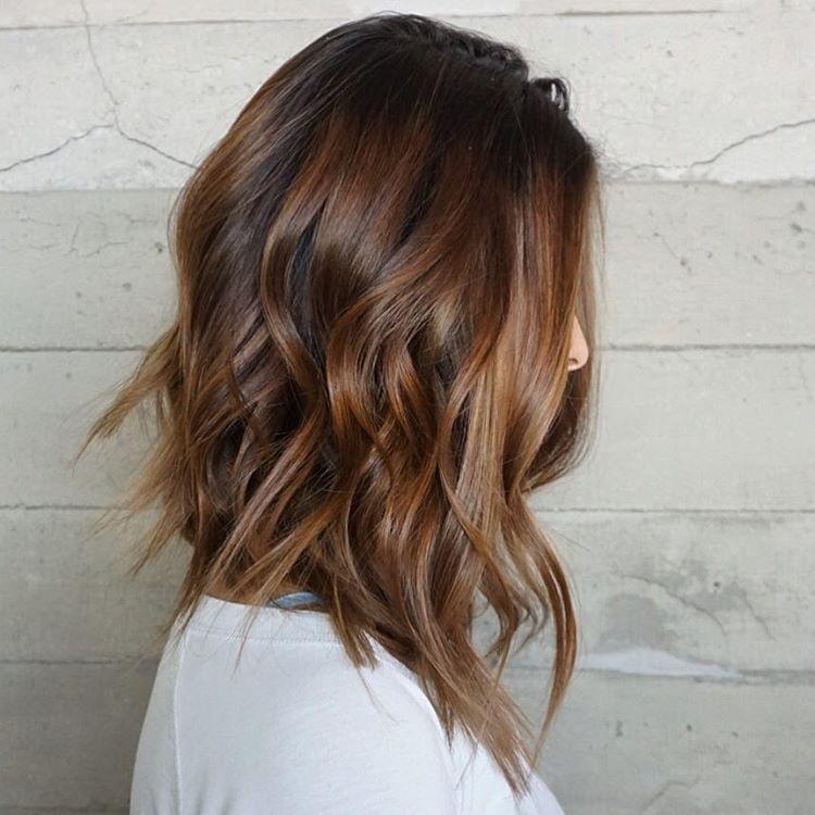 градуированная стрижка для тонких волос на средние волосы