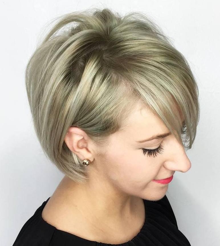 градуированная стрижка каре для тонких волос с косой длинной челкой