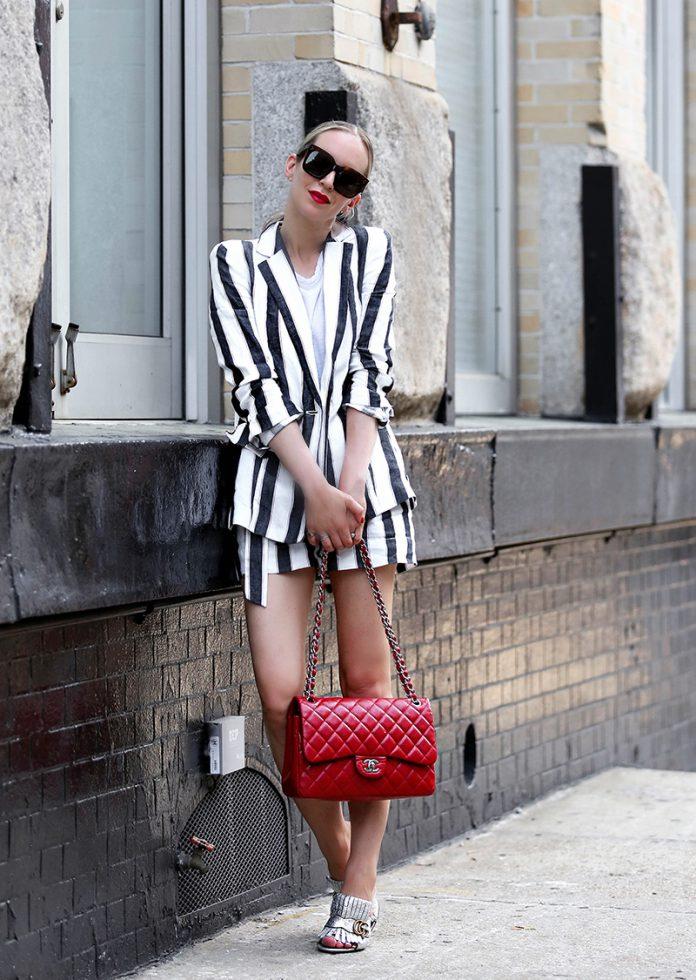 Модный наряд с шортами и пиджаком