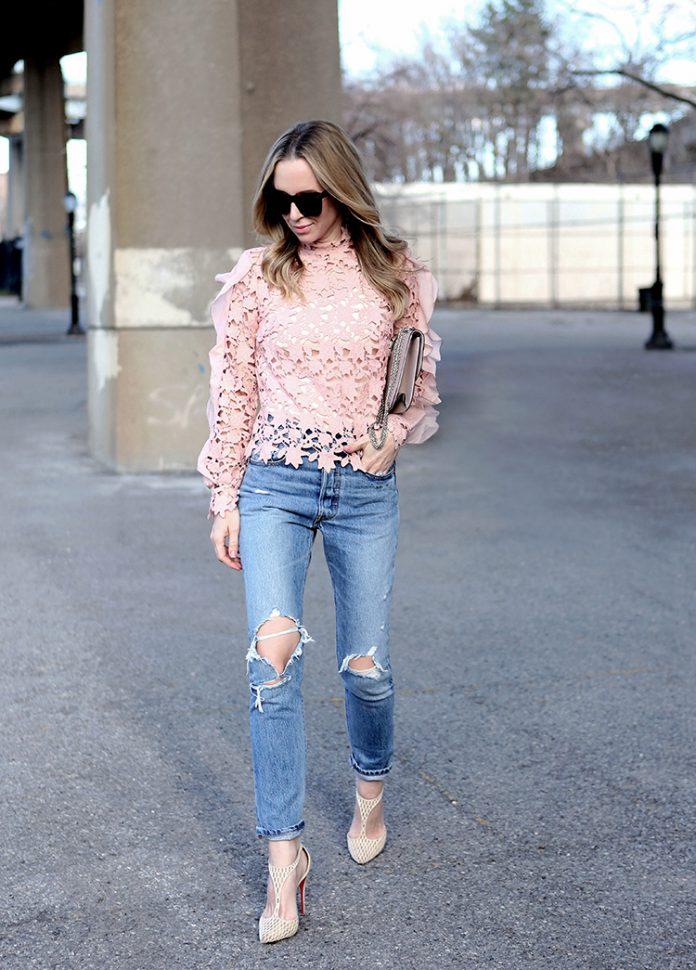Стиль с нежно-розовой кружевной рубашкой