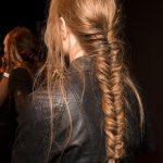 длинные волосы, заплетенные в косу