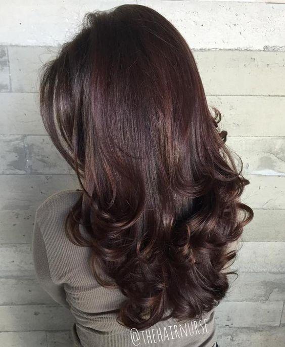 каскад с длинными волосами для женщин с пышной шевелюрой