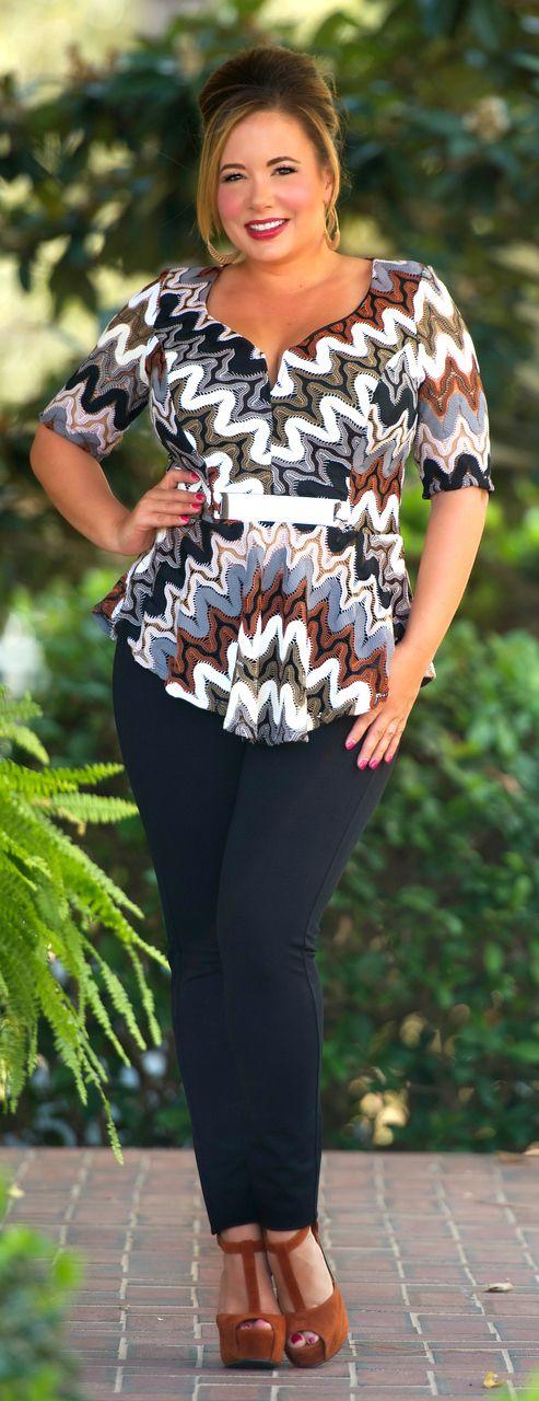 мода 2019, фото модной одежды для полной девушки с геометрическим принтом