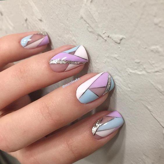Маникюр с рисунками оригами на ногтях средней длины овальной формы