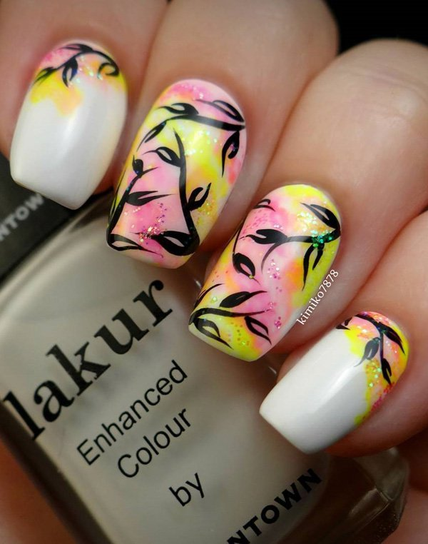 Маникюр с разноцветными узорами на удлиненных ногтях