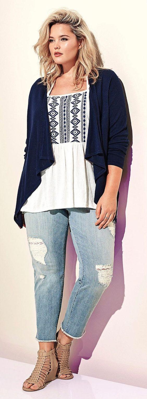 мода 2019, фото красивой одежды большего размера с топом и джинсами