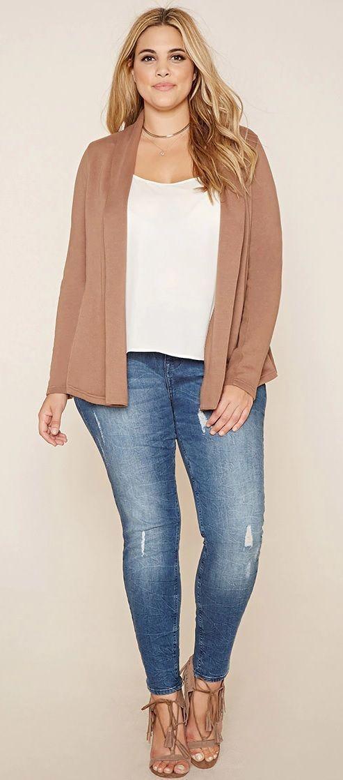 модные джинсы 2019 для больших размеров с белой блузкой
