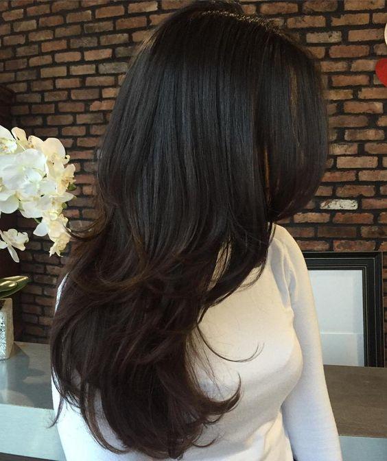 объемная стрижка с длинными волосами каскад