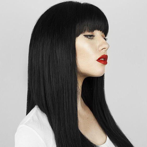 длинные волосы с прямой челкой