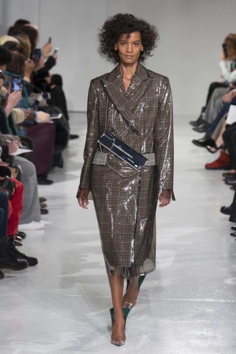 Пальто два в одном с прозрачным пластиковым плашом.