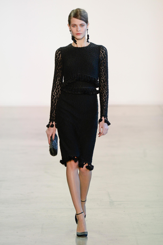 Badgley Mischka черное платье 2019 с кружевными рукавами и бахромой