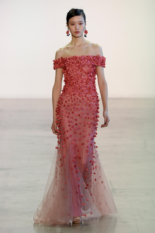 Badgley Mischka длинное платье деколтье 2019 розового цвета c набивными цветочками