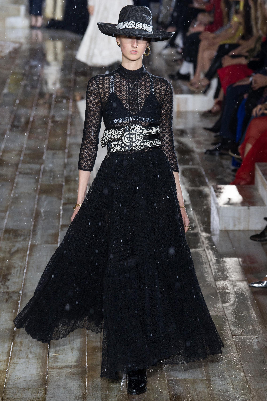 Christian Dior черное кружевное платье 2019 с необычным белым поясом