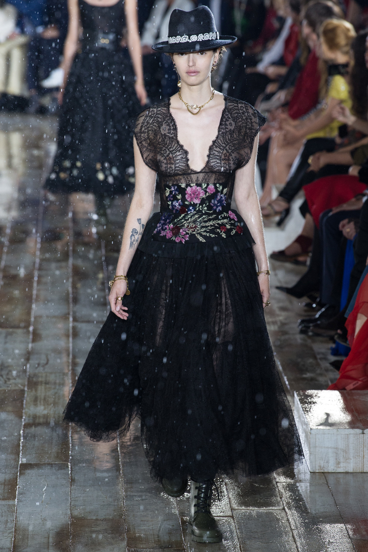 Christian Dior черное кружевное платье 2019 с необычным поясом