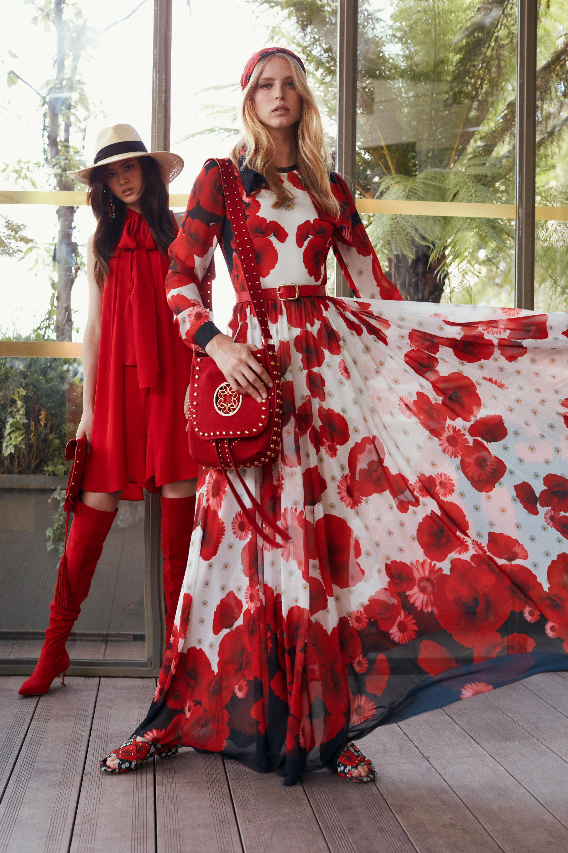 Elie Saab расклешенное длинное платье с яркими красного цвета цветами 2018-2019.