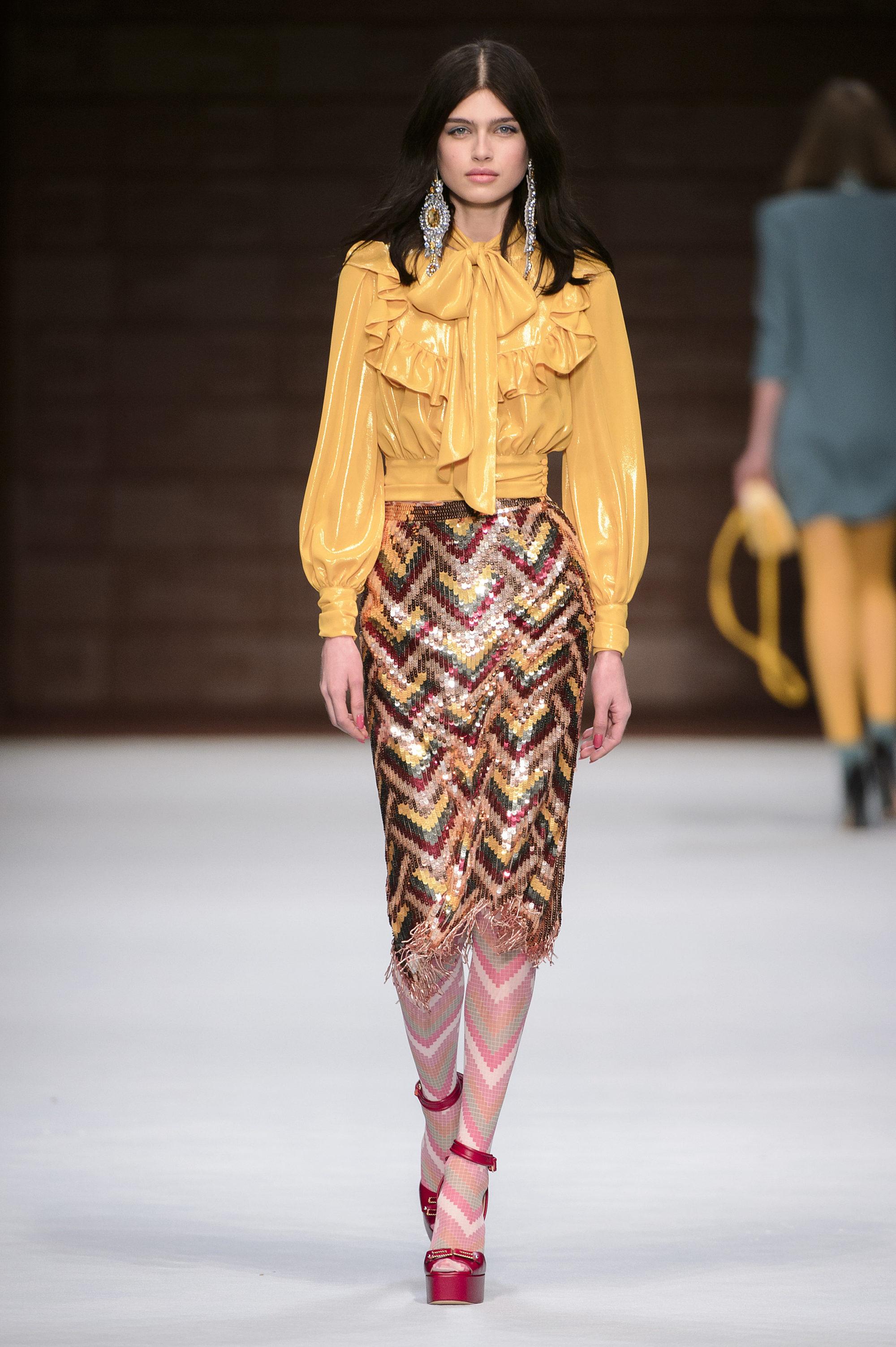 Elisabetta Franchi модная желтая блузка 2019 с воланами и бантом