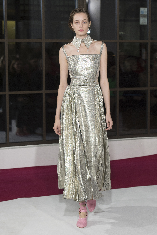 Emilia Wickstead длинное платье серебряного цвета 2018-2019