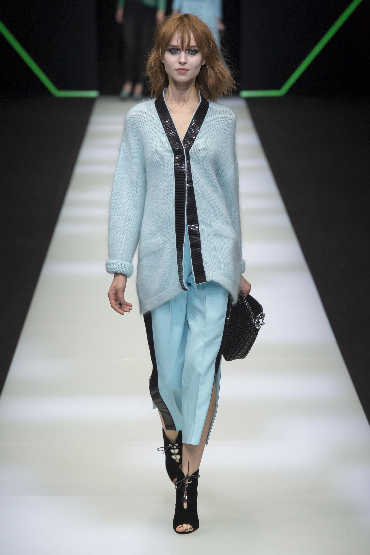 Emporio-Armani мягкий модный кардиган 2019 2019 голубого цвета с черной полосой