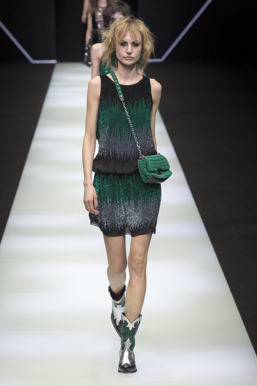 Emporio-Armani короткое платье черно-зеленого-серого цветов 2019 со стразами