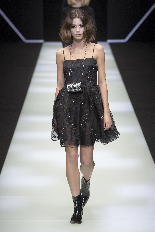 Koché черное короткое платье 2019 на тонких бретельках и с вышивкой