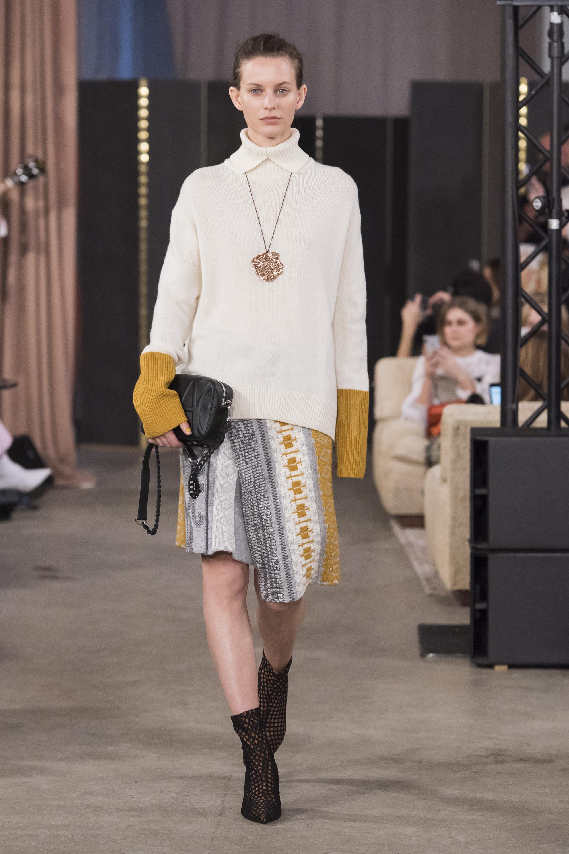 House of Dagmar белый свитер 2019 с ассиметричной юбкой
