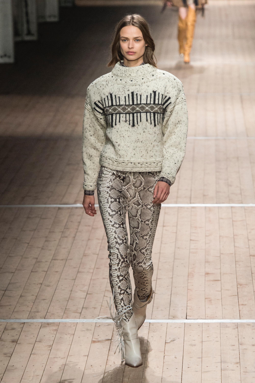 Isabel Marant светло-серый свитер в крапинку и с рисунком 2019 с брюками змеинового принта