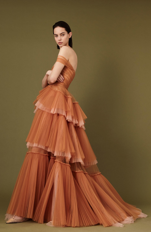 J. Mendel длинное многослойное платье 2019 кремово-оранжевого цвета