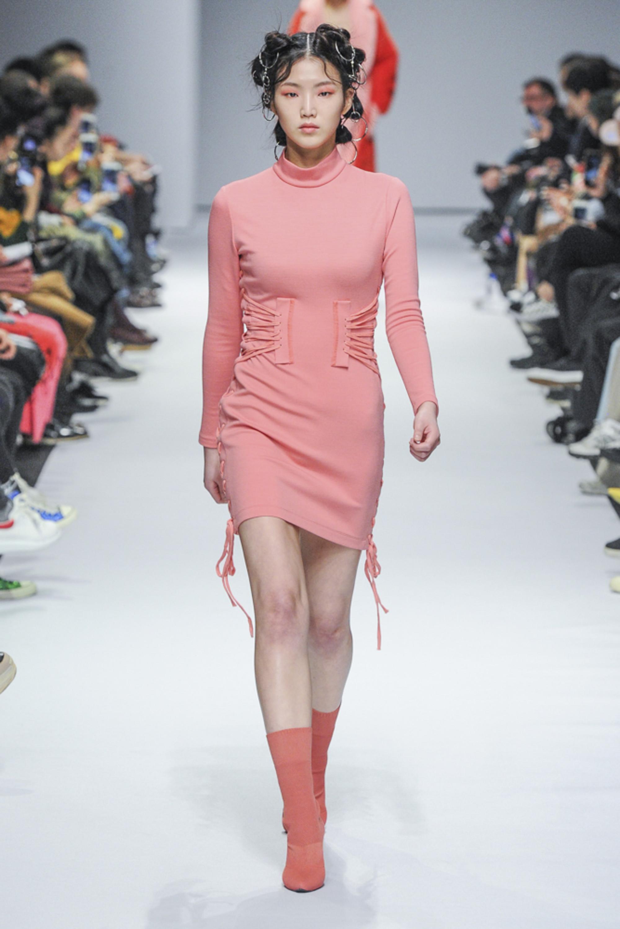 Kye короткое розовое платье 2019 со шнуровкой