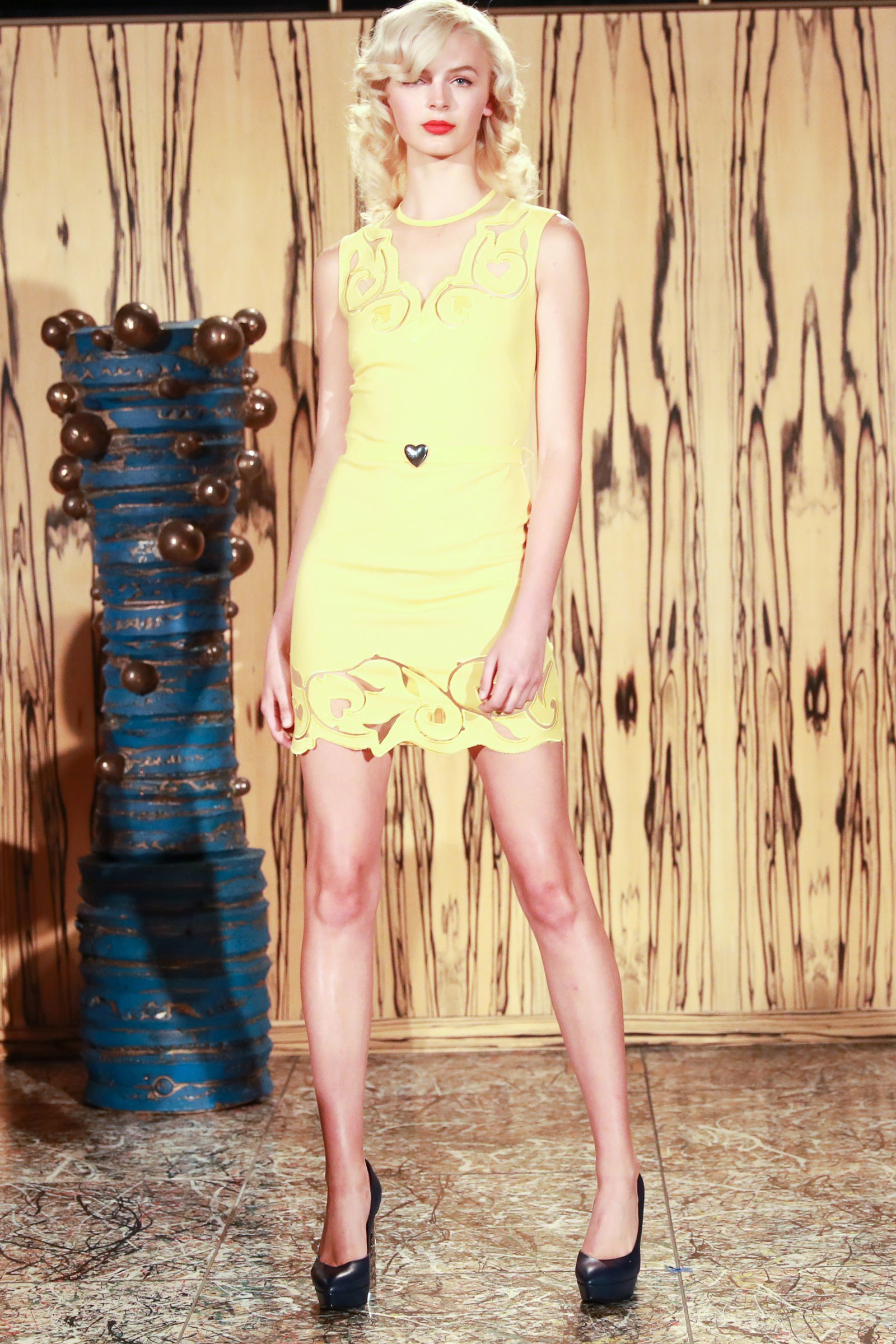 La Perla желтое короткое платье 2019 с кружевами