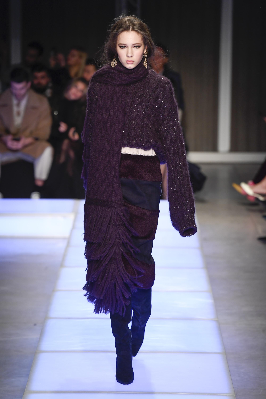 Les Copains кофта крупной ажурной вязки 2019 с очень длинными рукавами темно-фиолетового цвета