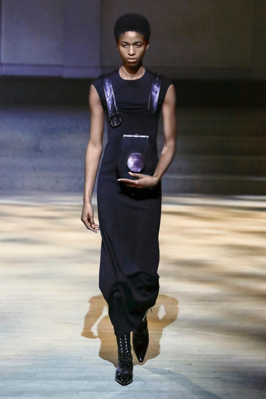 Linder черное платье миди 2019 с кожаными ремнями