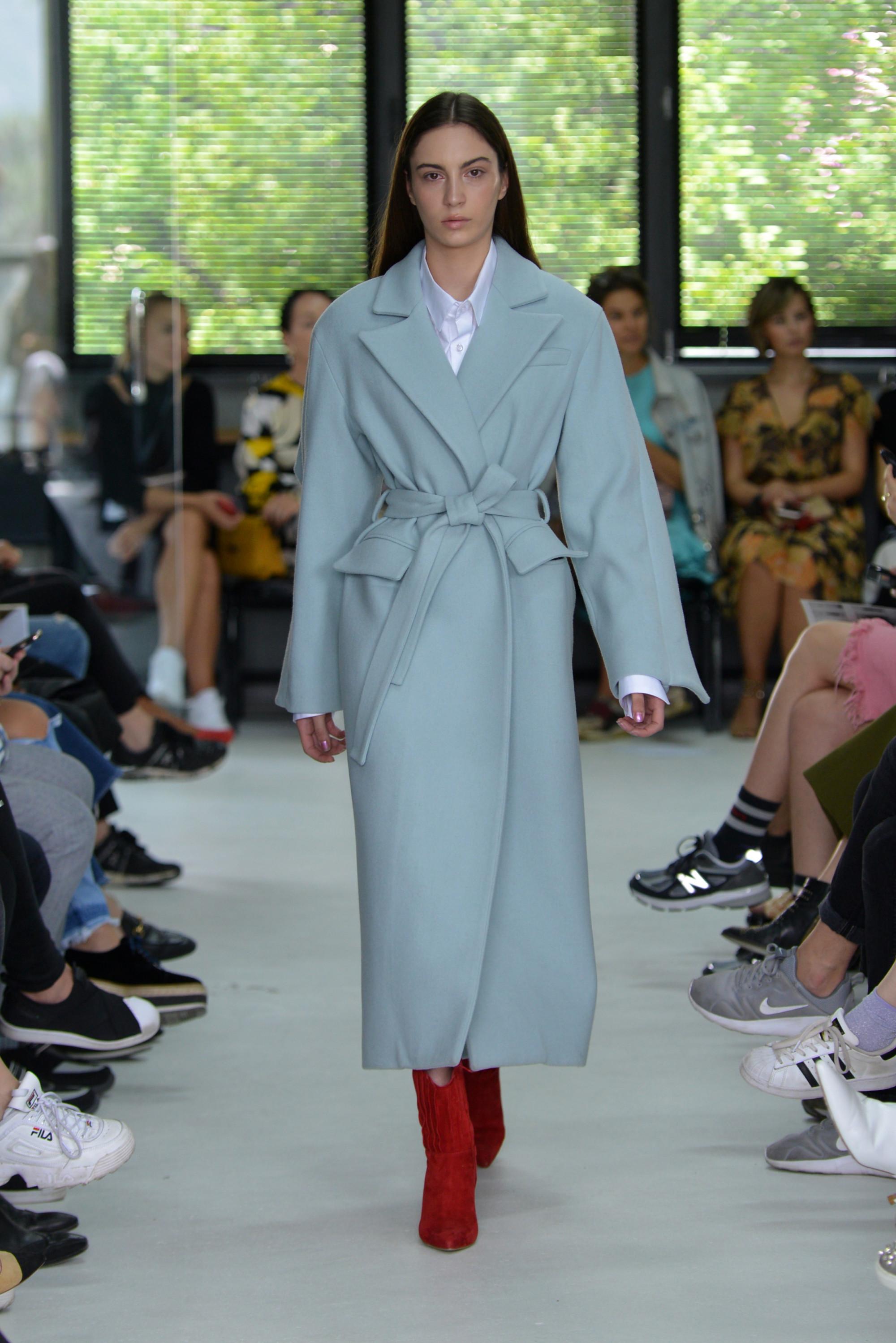 Matériel by Aleksander Akhalkatsishvili длинное пальто 2019 голубого цвета