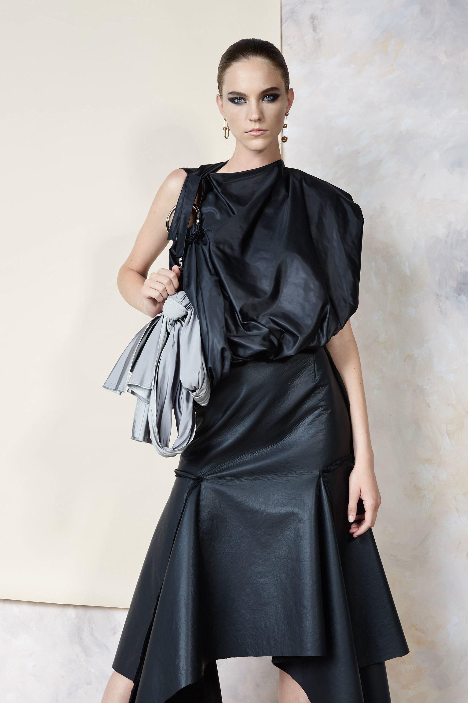Maticevski черное ассиметричое платье 2019 с однним открытым плечом