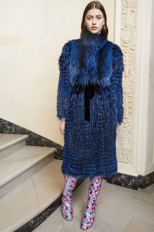 Monique Lhuillier шуба из искуственного меха 2019 синего цвета