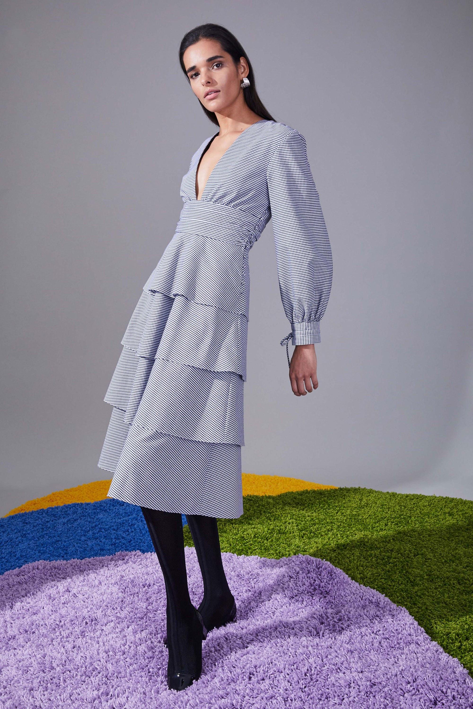Novis голубого цвета платье в мелкую клетку с воланами и длинными рукавами 2018-2019