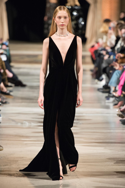 Oscar de la Renta черное длинное платье 2019 с глубоким вырезом и рзрезом