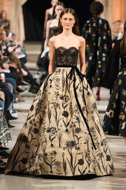 Oscar de la Renta4 платье с черным кружевным корсетом 2019 с пышной юбкой с цветочным принтом
