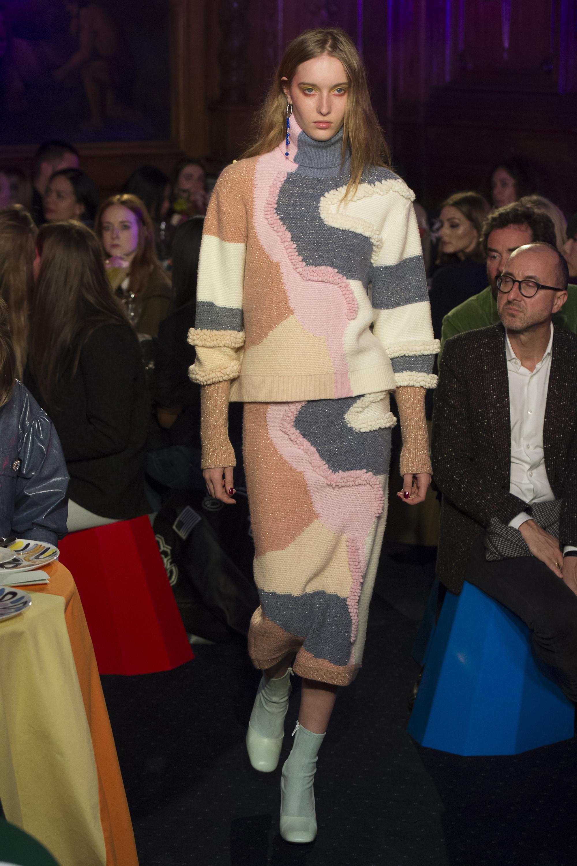 Peter Pilotto трикотажный костюм с юбкой 2019 с ассиметричным разноцветным принтом
