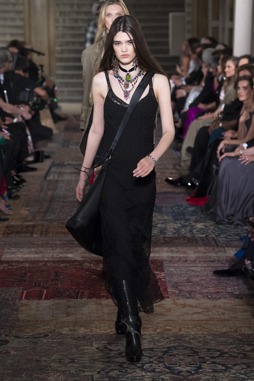 Ralph-Lauren черное кружевное платье миди 2019 на тонких бретельках
