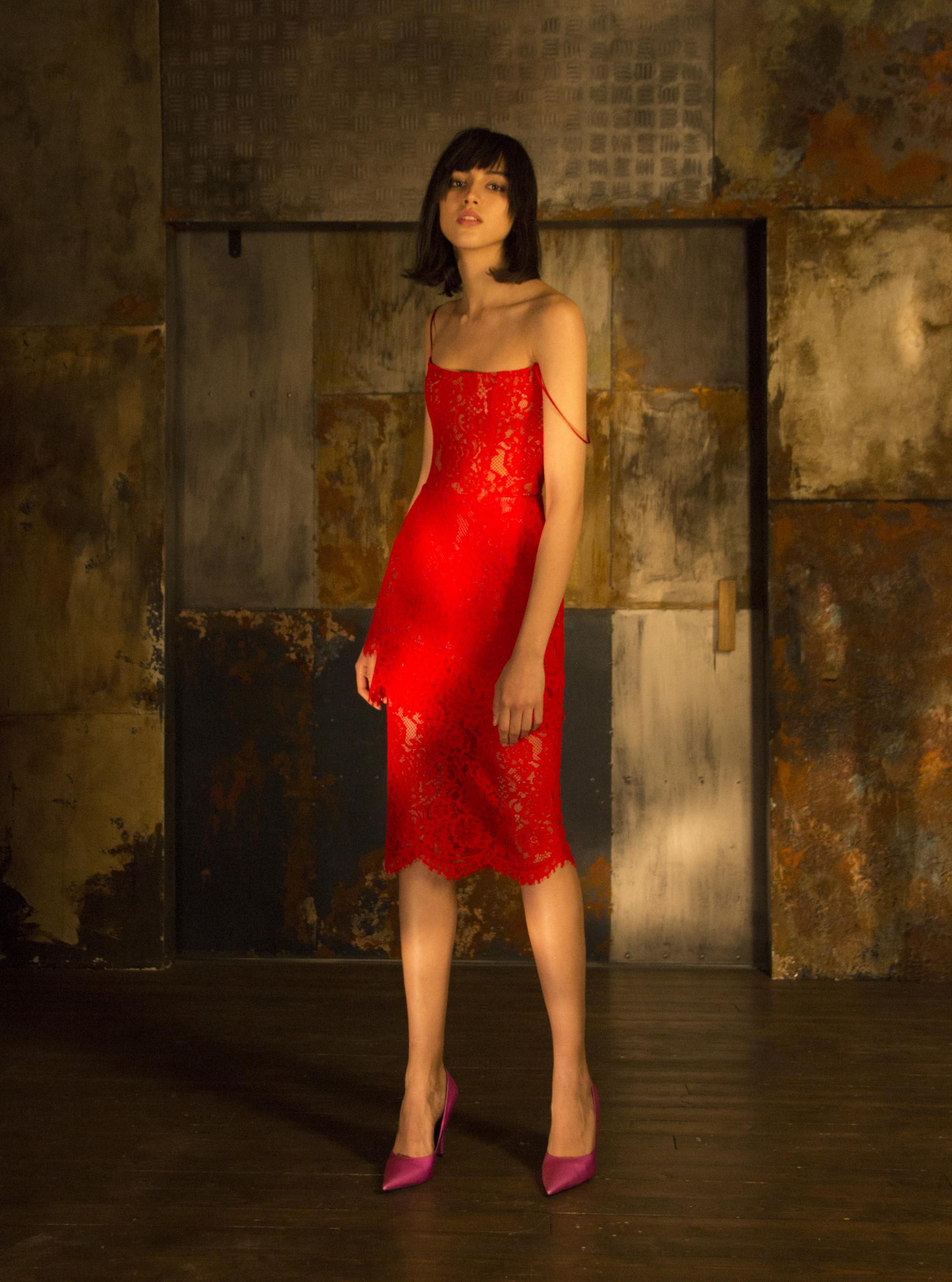 Rasario обтягиваюее красное кружевное платье 2019 на тонких бретельках
