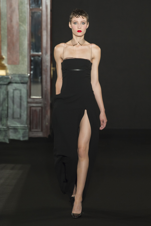 Ronald van der Kemp черное платье миди 2019 с большим разрезом