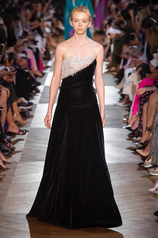 Schiaparelli длинное черное вечернее платье 2019 декольте с вышивкой