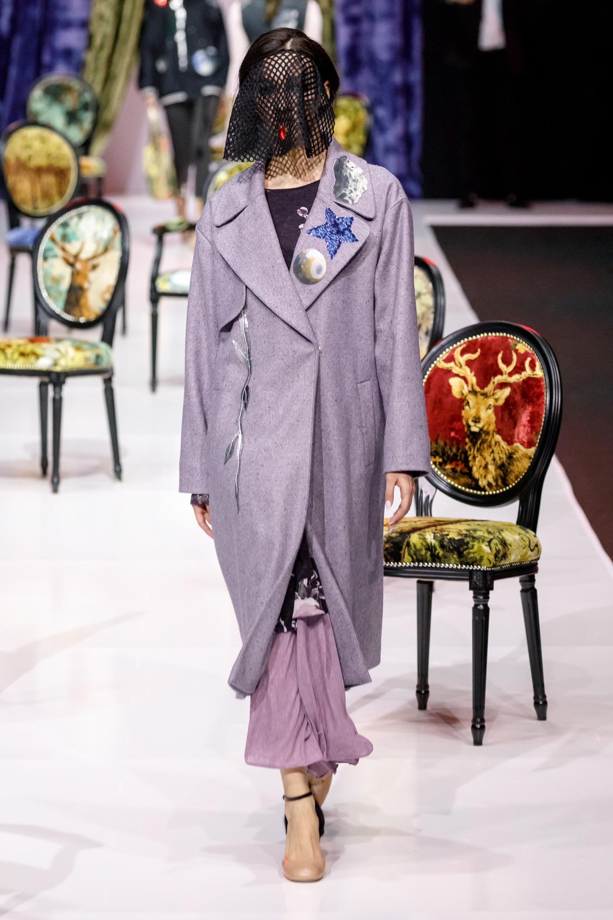 Sensus Couture пальто бледно-фиолетового цвета 2019 с вышивкой