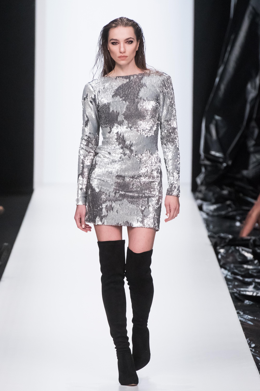 Sensus Couture серое короткое платье с принтом 2019 с длинными рукавами