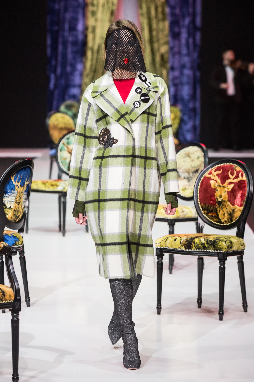 Sensus Couture светлое пальто в бело-зеленую крупную клетку 2019 с большим отложным воротником