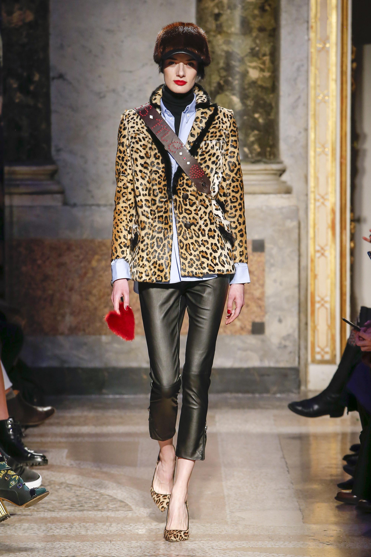 Simonetta-Ravizza куртка леопардовой расцветки 2019 с кожаными брюками