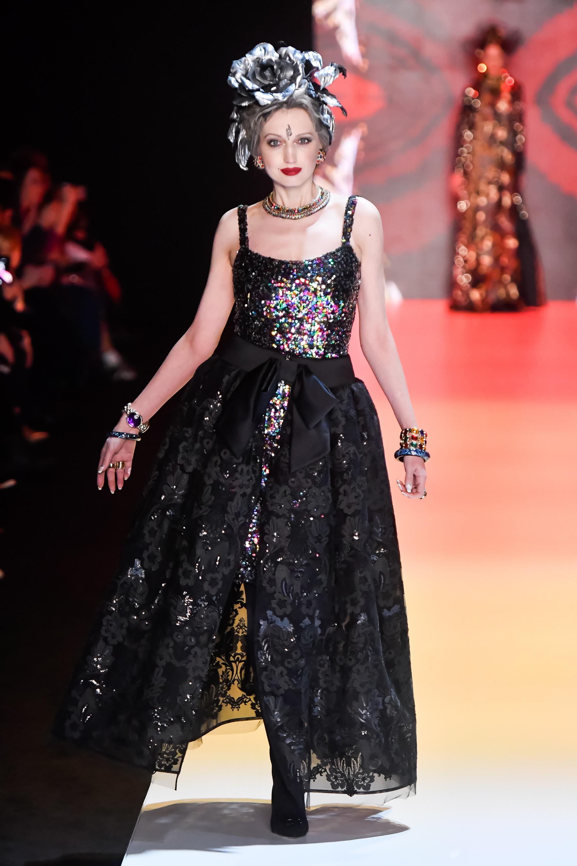 Slava Zaitsev черное кружевное платье 2019 с пышной юбкой и пайетками