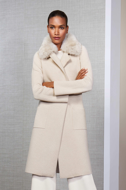 St. John белое пальто 2019 с меховым воротником