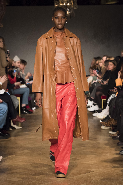Stand кожаное пальто 2019 светло-коричнего цвета